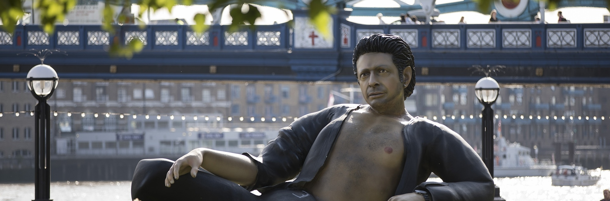 A giant statue of Jeff Goldblum next to Tower Bridge celebrates 25 years of Jurassic Park
