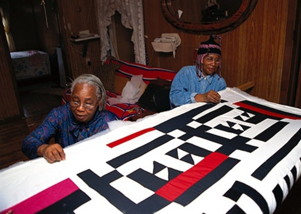 Gees bend quilt makers Mary Lee Bendolph and Loretta Pettway