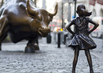 Fearless Girl Infront Of Bull
